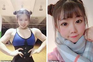 Hot girl Trung Quốc gây sốc cộng đồng mạng vì mặt xinh như búp bê, thân hình lại cuồn cuộn cơ bắp