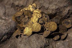 Tìm thấy kho báu 1100 tuổi toàn tiền vàng dưới lòng đất ở Israel