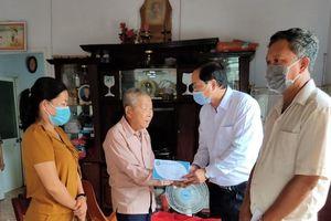 Lãnh đạo huyện Châu Đức thăm, tặng quà gia đình chính sách