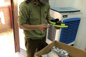 Nghệ An: Xử lý cơ sở kinh doanh giày dép nhập lậu qua mạng xã hội Facebook