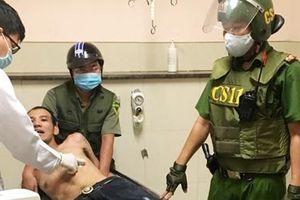Cảnh sát 113 khống chế đối tượng nghi ngáo đá mang theo hung khí
