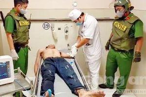 Cảnh sát 113 khống chế kẻ ngáo đá có hung khí