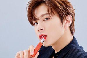 Không phải các mỹ nhân K-Pop, nam idol mới là người mẫu quảng cáo mỹ phẩm đắt hàng