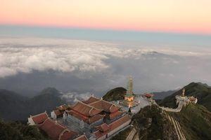 Mùa Vu Lan, du khách tìm về Fansipan Sa Pa bái Phật, cầu an