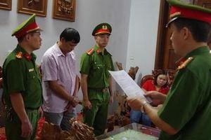 Ai tiếp tay tàn phá 2 khu rừng cấm lấy gỗ bán sang Trung Quốc?