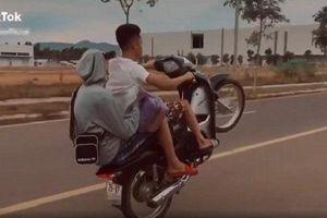 Khoe bốc đầu xe trên TikTok, nam thanh niên ở Hà Nội bị phạt hơn 4 triệu đồng
