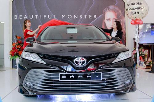 Giá lăn bánh Toyota Camry mới nhất