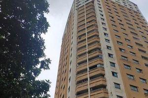 Một cháu bé tử vong khi rơi xuống từ tầng 12 nhà chung cư