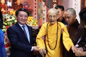 Phó Chủ tịch – Tổng Thư ký Hầu A Lềnh vấn an Đức Pháp chủ Giáo hội Phật giáo Việt Nam