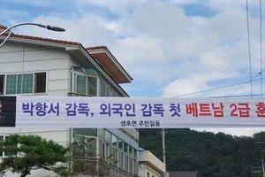 Quê nhà Hàn Quốc treo băng rôn mừng HLV Park Hang Seo nhận Huân chương Lao động