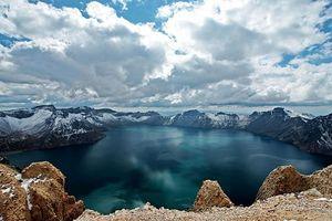 Hồ sâu nhất thế giới trên núi cao