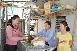 Trao 'cần câu' giúp người nghèo vươn lên