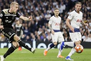 Van de Beek sắp gia nhập M.U: Thêm một người Hà Lan tại Old Trafford