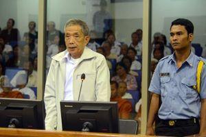 Cựu giám đốc nhà tù của chế độ Khmer đỏ chết