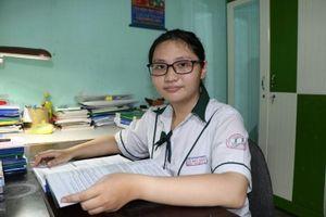 Ninh Thuận: Con gái đỗ thủ khoa, cha già bật khóc