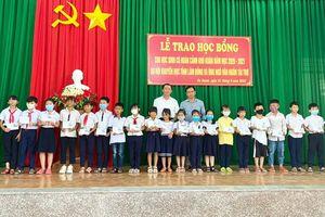 Lâm Đồng trao học bổng, xe đạp cho học sinh nghèo