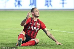 Coi thường bóng đá Trung Quốc, sao Ngoại hạng Anh tăng cân, bỏ bê tập luyện