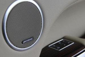 Có nên lắp loa vi tính cho xe hơi?