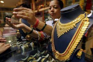 Túng quẫn vì dịch bệnh, người Ấn Độ cầm cố vàng để vay tiền