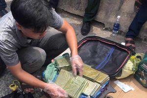 Nổ súng vây bắt nhóm vận chuyển 30kg ma túy