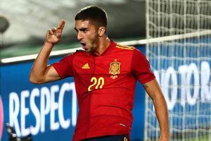 Ramos lập cú đúp giúp Tây Ban Nha thắng Ukraine 4-0