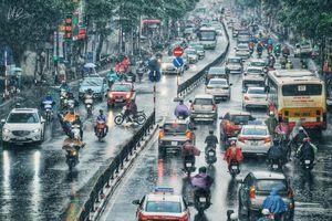 Hà Nội: Trời tối đen, mưa tầm tã gây tắc cục bộ ngay ngày đầu tuần học sinh đi học