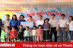 Đoàn Thanh niên Ngân hàng Hợp tác Thanh Hóa tổ chức chương trình từ thiện 'Cùng em tới lớp'