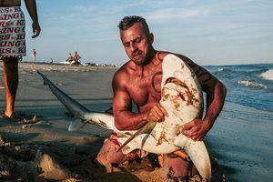Những người đam mê câu cá mập giải trí ở New York