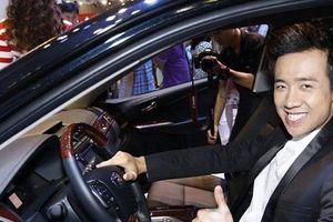 Cát xê 'khủng' nhưng vì sao Trấn Thành lại chỉ trung thành với xe sang Mercedes?