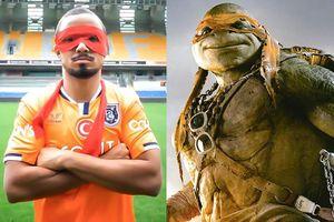 Cựu hậu vệ MU ra mắt đội mới theo phong cách 'Ninja Rùa'