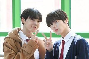 Á quân 'Produce X 101' Kim Woo Seok tựa nam thần trong đồng phục học sinh