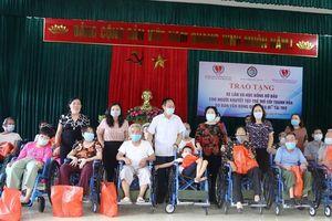 Thanh Hóa: Trao tặng xe lăn, học bổng cho người khuyết tật và trẻ mồ côi
