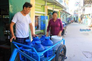 Khổ vì nước nhiễm mặn