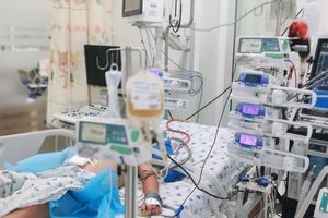 Bé trai 13 tuổi sốc xuất huyết hai lần nguy kịch