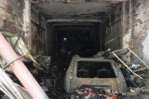 Thanh Hóa: Nhà 3 tầng cùng ô tô, xe máy cháy rụi trong đêm