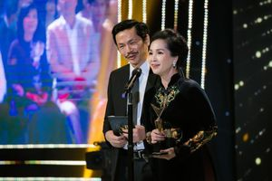 NSND Lan Hương: Duyên dáng trong trang phục áo dài 'Song hỷ' tại Lễ trao giải VTV Awards 2020