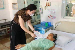 Quỹ từ thiện Legacy trao hàng vạn khẩu trang y tế hỗ trợ bệnh nhân nghèo giữa 'cơn bão' Covid-19