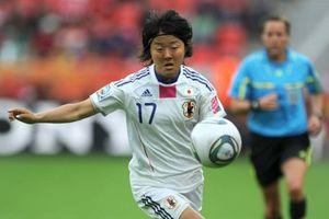 Nữ cầu thủ Nhật Bản tham gia đội bóng đá nam và thông điệp về giới trong thể thao