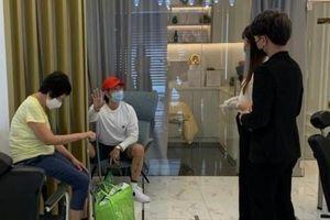 Salon ở Singapore mời khách trải nghiệm rồi ép mua hàng