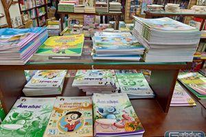 Sách giáo khoa khan hiếm bất thường: Phụ huynh được khuyến khích mua tại trường