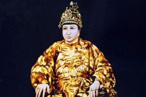 Vị vua Việt 300 vợ và cung tần nhưng không có con