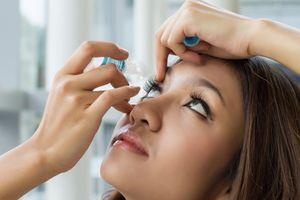 Khắc phục triệu chứng khô mắt bằng cách nào?