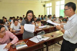 Thi giảng viên chính có cần chứng chỉ ngoại ngữ, tin học?