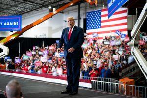 Người ủng hộ ông Donald Trump đòi 'nhốt' cựu Tổng thống Barack Obama