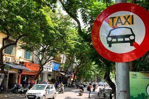 Hà Nội khôi phục biển cấm xe taxi trên 10 tuyến đường