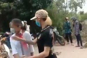 Nữ sinh lớp 7 ở Thanh Hóa bị đánh tới tấp trên đường đi học về