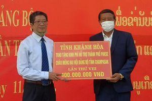 Trao 400 triệu đồng hỗ trợ TP. Pakse, tỉnh Champasak (Lào)