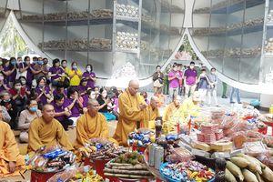 An Giang : Bà Mai Thị Hạnh và nhóm thân hữu trao quà tại Tri Tôn