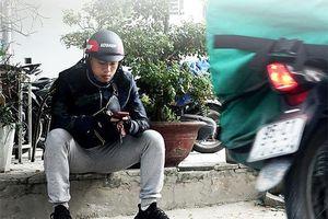 Cầu thủ trẻ bỏ bóng đá, đi chạy xe ôm, mong CLB Hà Nội thanh lý hợp đồng