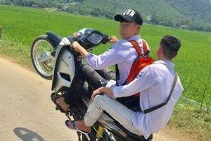 Khoe clip 'bốc đầu' xe máy trên mạng, hai nam thanh niên bị phạt hơn 12 triệu đồng